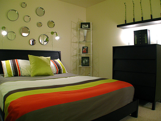 Sienu spalvos miegamajame