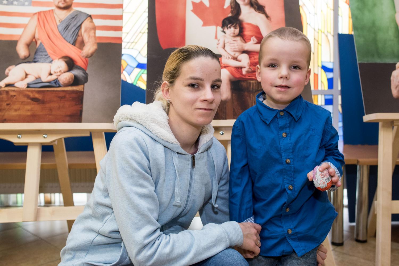 Meningokoko infekciją įveikęs Naglis su mama A. Sakalauskiene