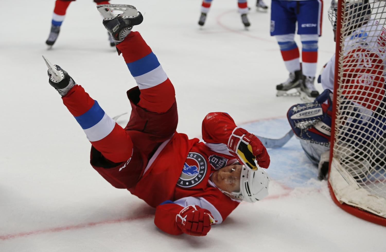 V. Putinas Sočyje žaidė ledo ritulį