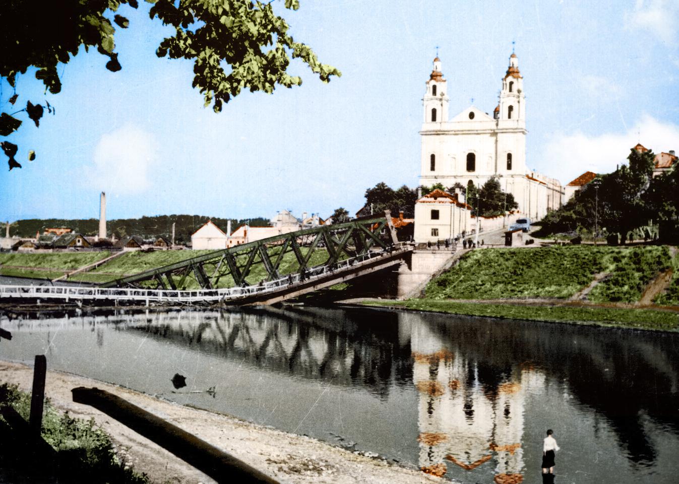 Žaliąjį tiltą Vilniuje sugriauna sprogimas 1944 m