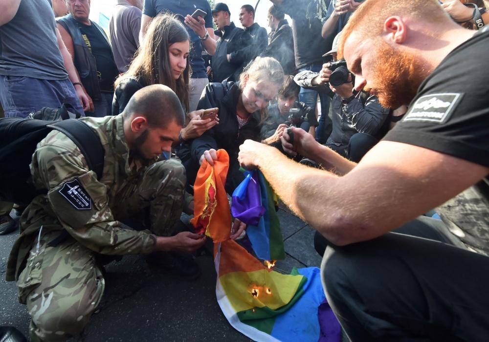Kijeve vykusiose LGBT eitynėse dalyvavo ir griežtai demonstracijai nepritariantys radikalių organizacijų atstovai