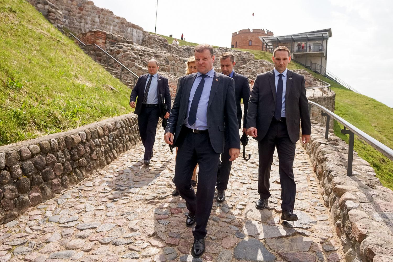 Saulius Skvernelis su ministrais ir ekspertais apžiūrėjo Gedimino kalną