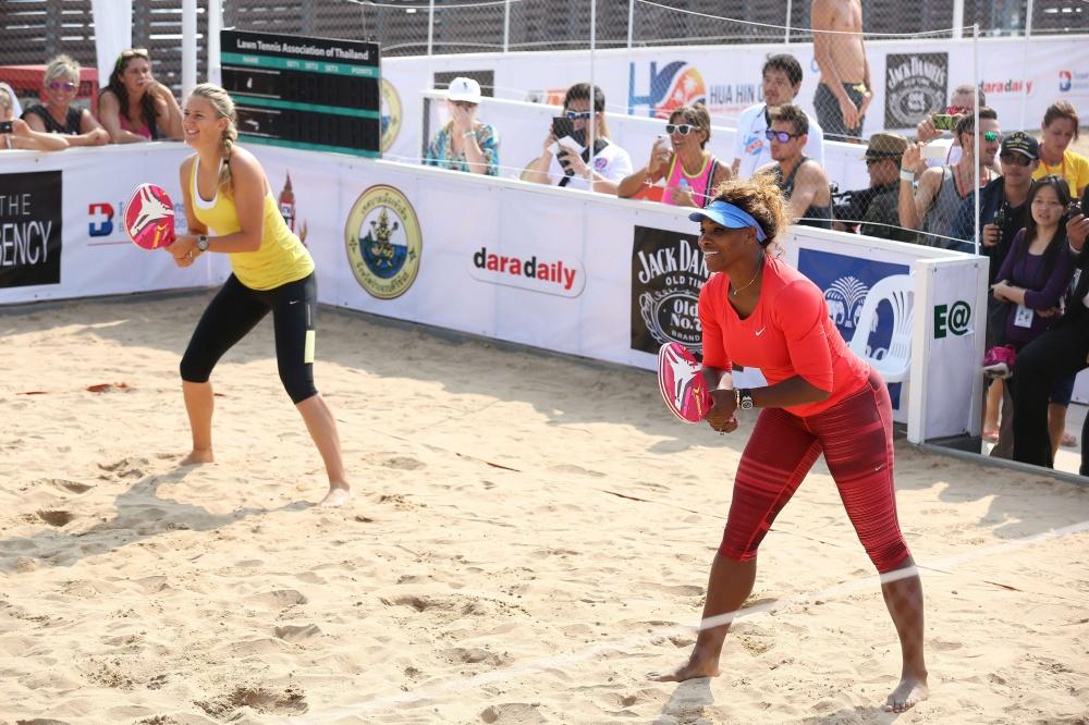 Paplūdimio tenisą yra išbandžiusios vienos ryškiausių lauko teniso žvaigždžių: S. Williams, V. Azarenka, A. Murray'us, D. Ferreras