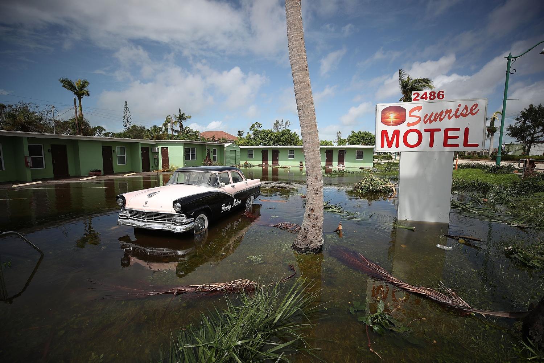 Praslinkus uraganui, didelė dalis Floridos lieka užtvindyta