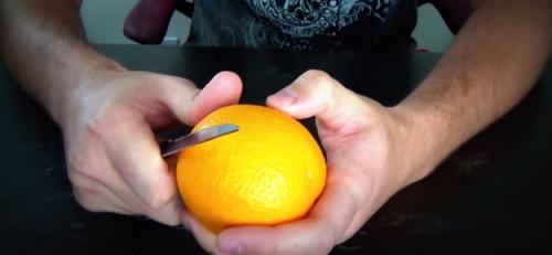 Nepatikėsite, bet visą gyvenimą apelsiną lupote neteisingai